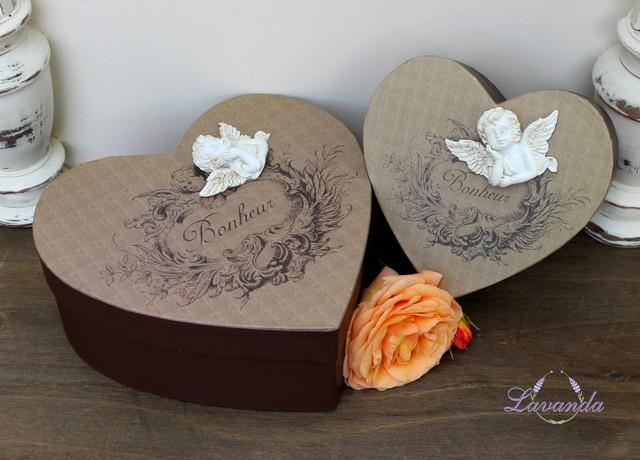9bf72eead Krásna vintage krabica s vrchnákom v tvare srdca s bielym keramickým anjelom